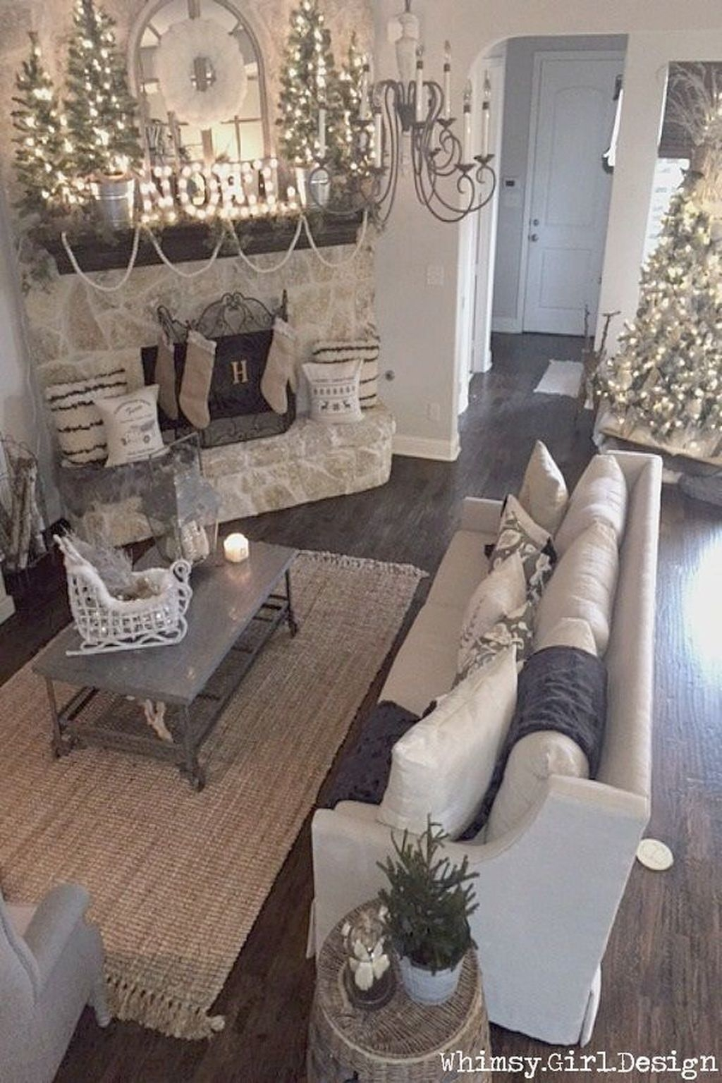 Cozy Fireplace Christmas Decoration Ideas To Makes Your Room Keep Warm45