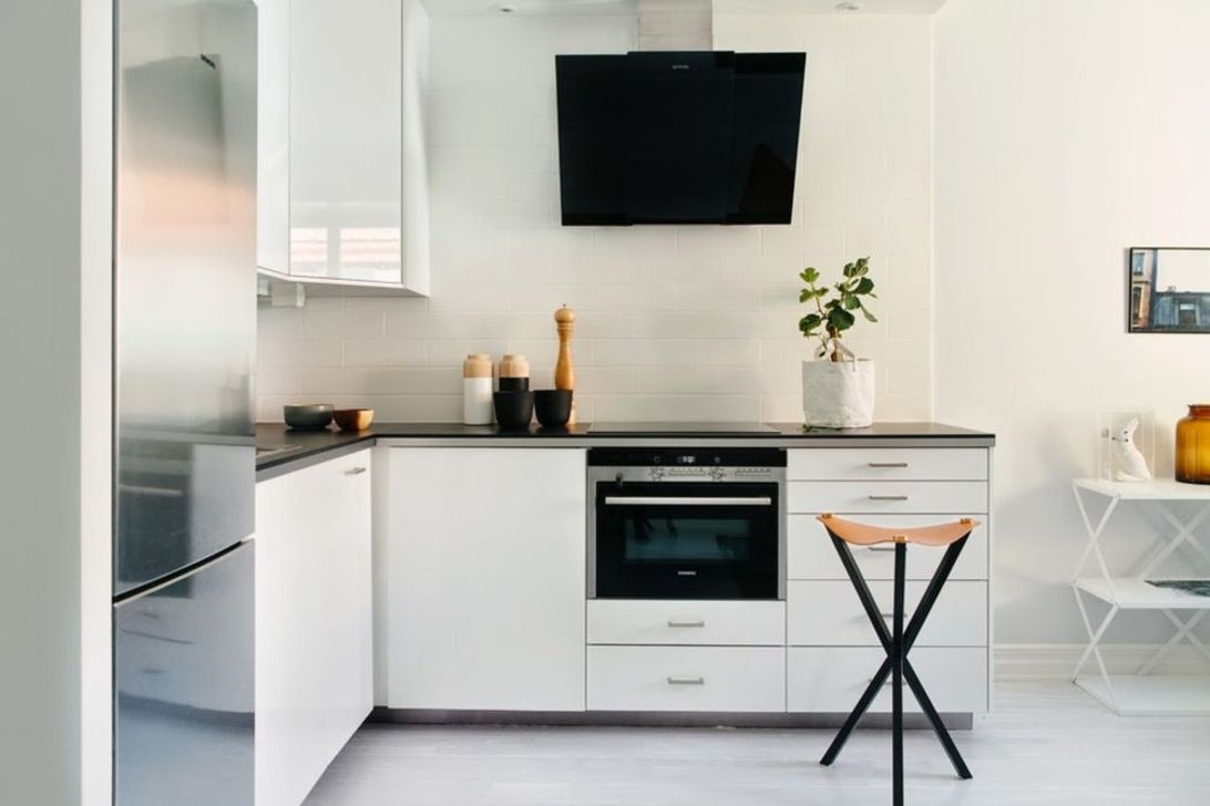 Simple Minimalist Small White Kitchen Design Ideas 41