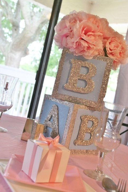 Charming Winter Themed Baby Shower Decoration Ideas36