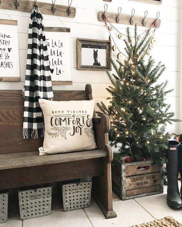 Gorgeous Rustic Christmas Tree Decoration Ideas29