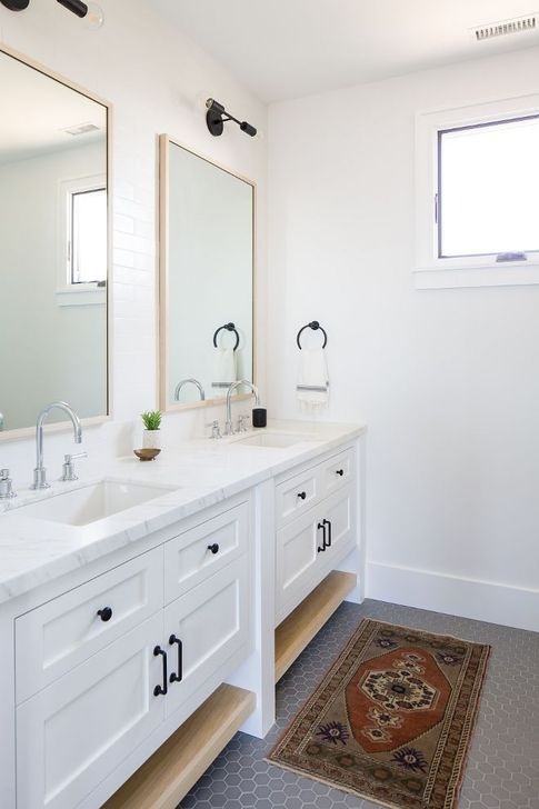 Lovely Farmhouse Bathroom Makeover Ideas To Try Right Now 28