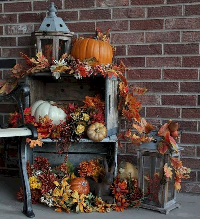 Extraordinary Fall Porch Ideas That Will Be Surely Comfortable 22
