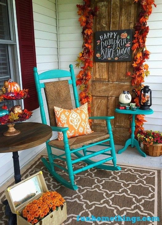 Extraordinary Fall Porch Ideas That Will Be Surely Comfortable 30