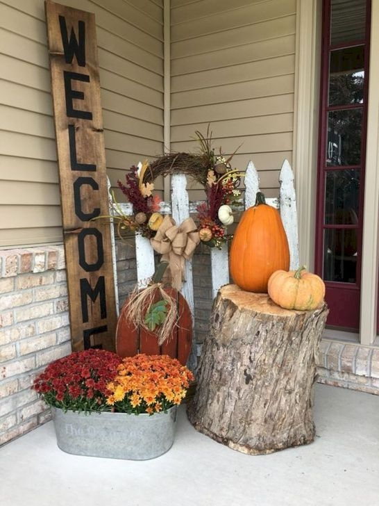 Extraordinary Fall Porch Ideas That Will Be Surely Comfortable 38